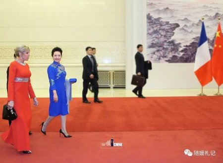 Peng Liyuan Hosts Brigitte Macron, Introduces Iconic Chinese